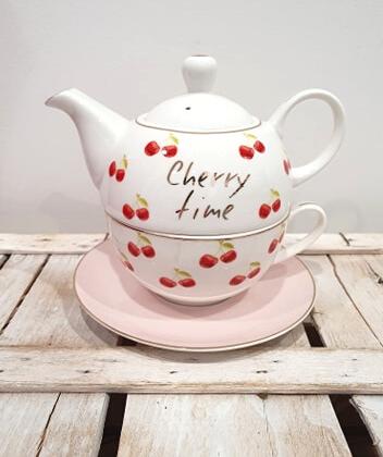 Tea for one in fine porcellana con inserti dorati e ciliegie. Il set comprende : Teiera , Tazza e Piattino. Ideale per servire tè o tisana